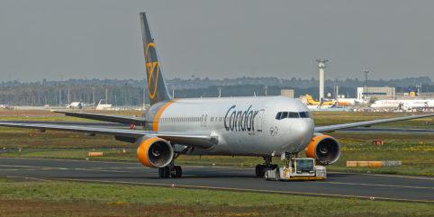 Condor Boeing 767 am Schlepper