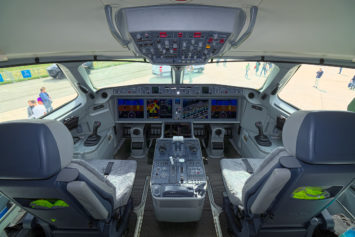 Cockpit des Airbus A220-300.