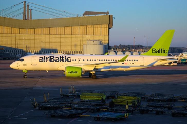 A220-300 von Air Baltic in Berlin-Tegel